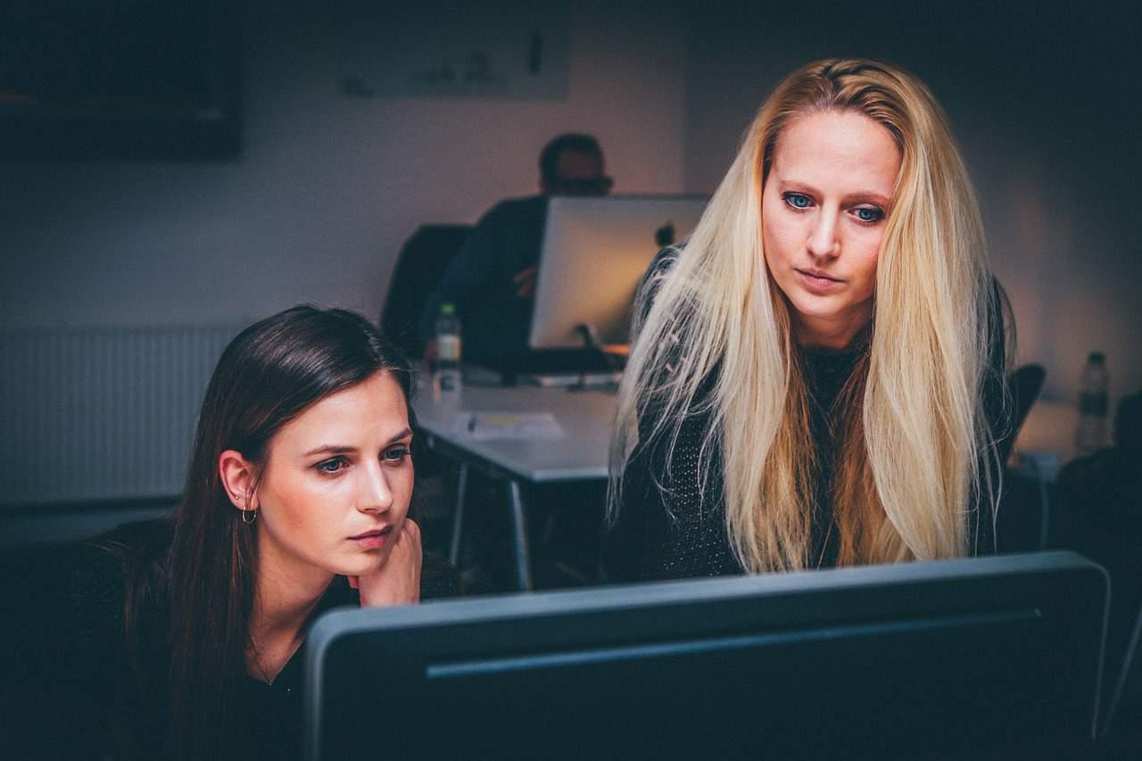 Deux femmes en plein travail