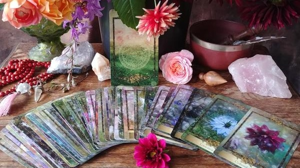 Le jeu de cartes de l'oracle des Fleurs